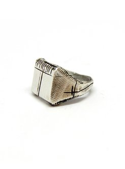 Carved memories ring