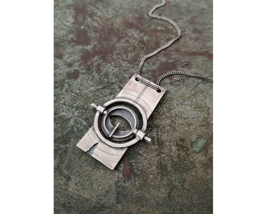 BEHIND MY EYES NECKLACE